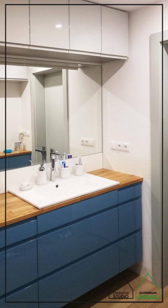 Niebiesko-szara łazienka w Gdyni Projektowanie wnętrz: Doscha STUDIO