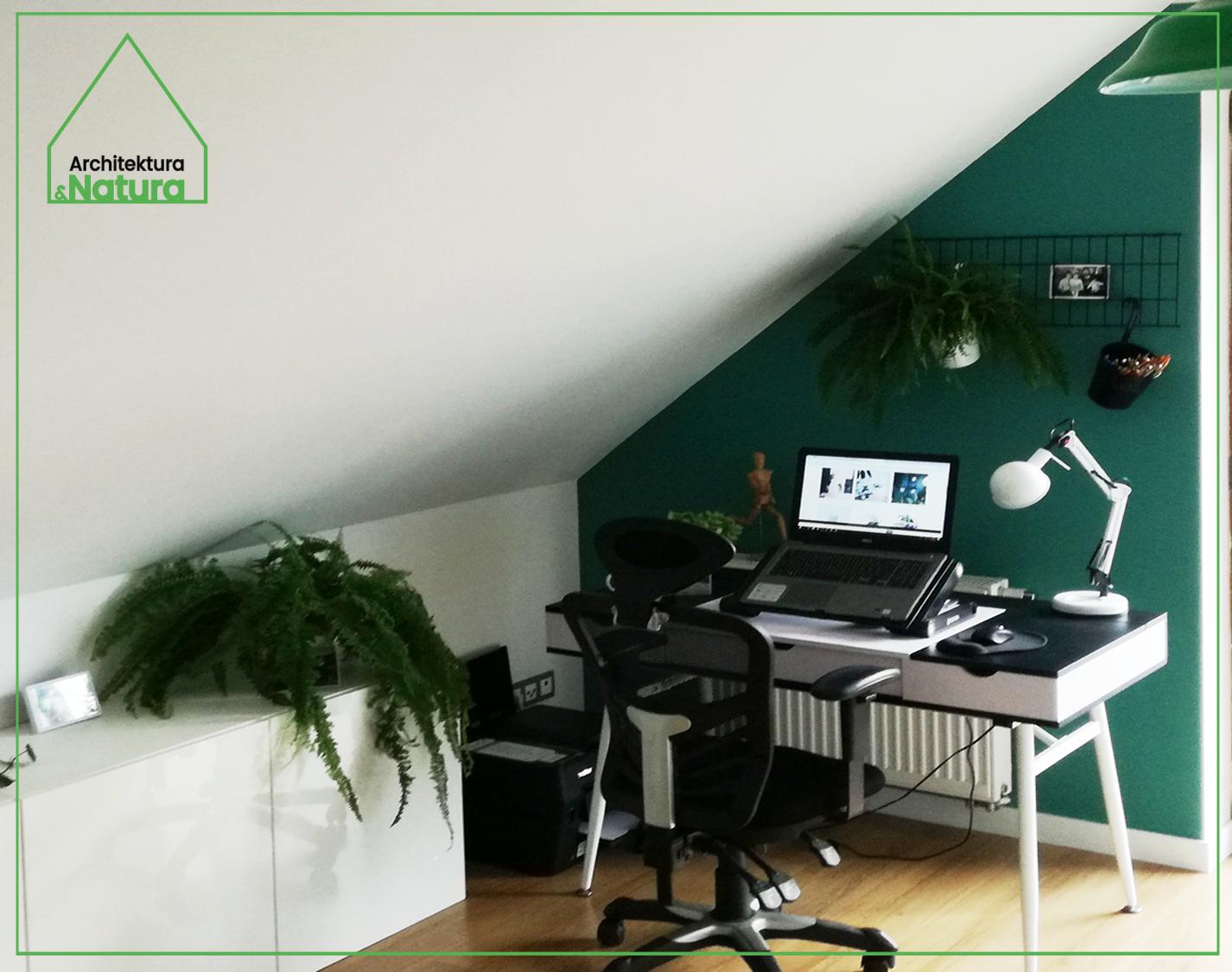 Projekt małego biura ze skosamiprojektowanie wnętrz: Doscha STUDIO Julia Chalimoniuk